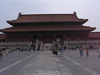From the previous video, we went to the center of this second court. In front of us, there is the main building, the main palace of 		forbidden city, and behind us we can see the gates between the first and second door