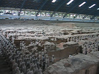 The famous terra-cotta warriors of the QinShiHuang's buried army are buried around the tomb of the Emperor. This warriors are at the 1:1 scale: here you can see that the chinese from northern province are far from being dwarves, since most of these warriors are taller than 1m80.