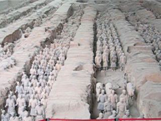 Here is another view on the terra-cotta warriors, shooted from the middle of the building